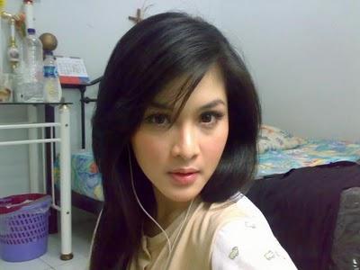 photos foto telanjang sandra dewi di laptop ariel